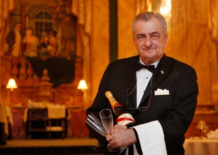 Le maître d'hotel est l'un des rares personnes à maitriser les arts de la table