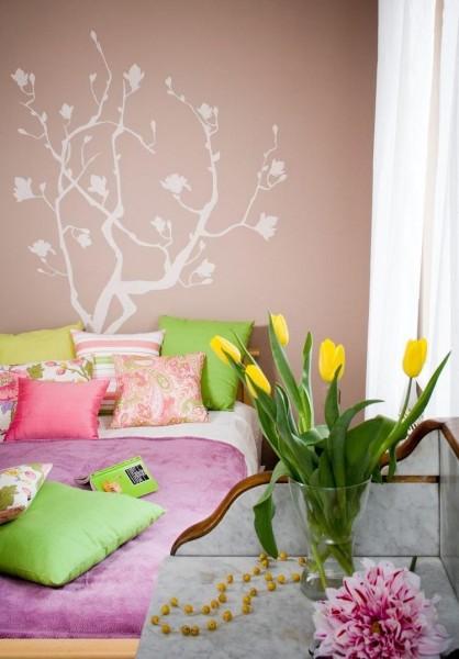 peinture-murale-couleur-violette-deco-arbre-blanche