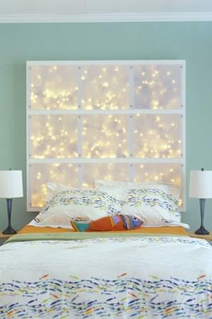 tete de lit panneau transparent et guirlandes lumineuses