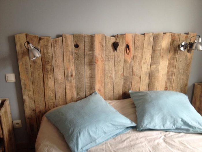 tête de lit avec palette de bois